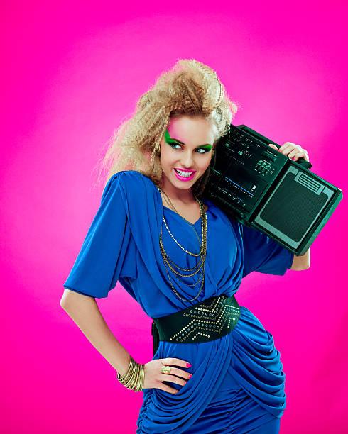 disco mädchen mit boombox - 80er outfit stock-fotos und bilder