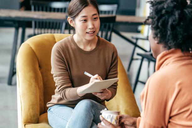 새로운 마케팅 전략 논의 스톡 사진