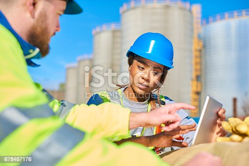 istock discussing the problem 678467176