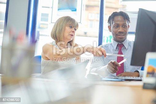 istock Discussing work 874288702