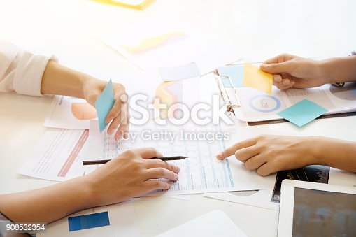 istock discussion of business with closeup shot. 908532354
