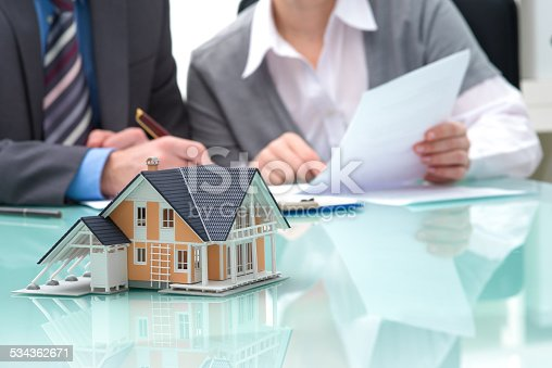 istock Discussion with a real estate agent 534362671