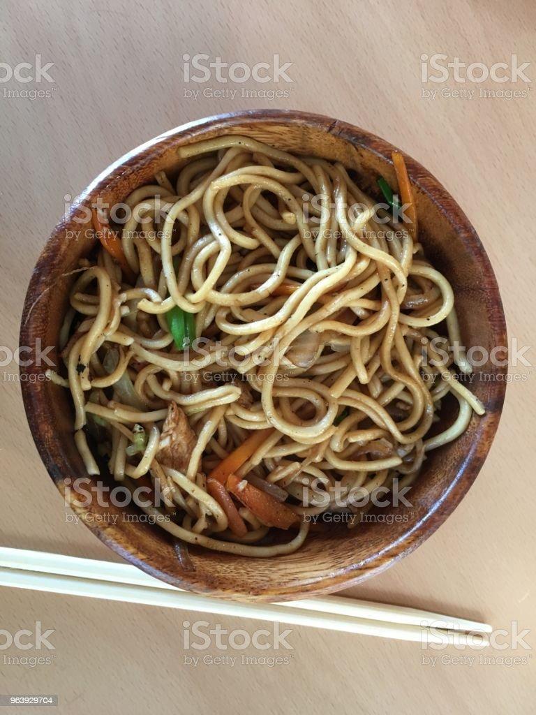 日本食レストランのヌードルの皿 - カラー画像のロイヤリティフリーストックフォト