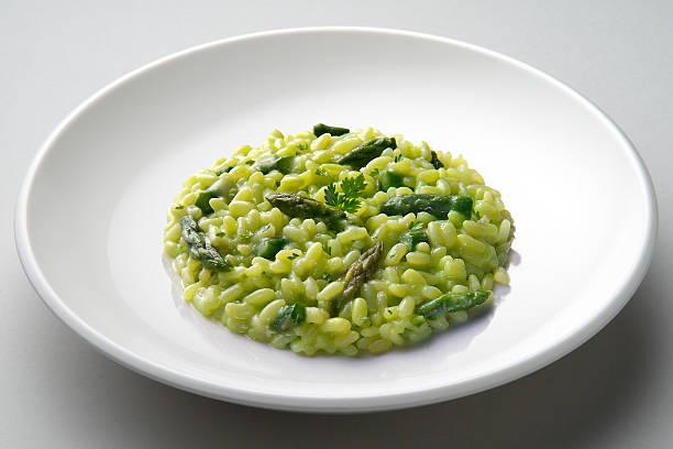 dish of risotto with asparagus - dieta macrobiotica foto e immagini stock