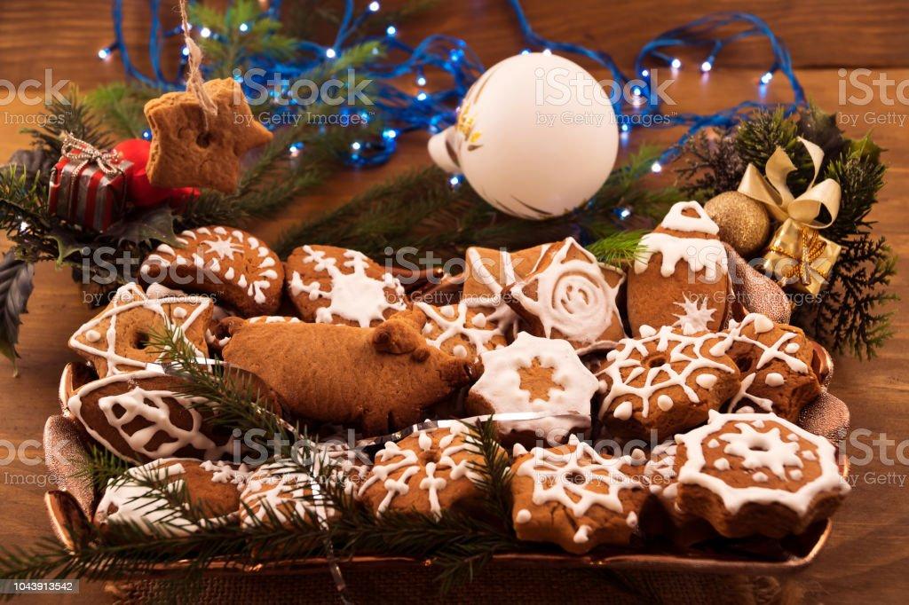 Plato Con Pasteles Festivos En Forma De Galletas Decoradas