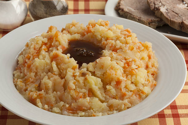 dish with traditional dutch stew - stamppot stockfoto's en -beelden
