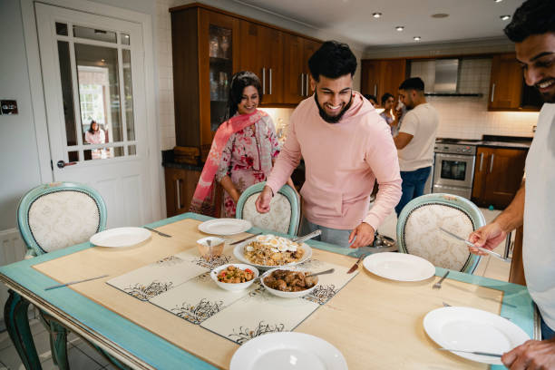 Dishing Out The Family Dinner – Foto