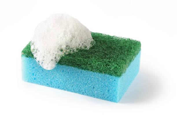 afwasspons geïsoleerd op een witte achtergrond - spons stockfoto's en -beelden