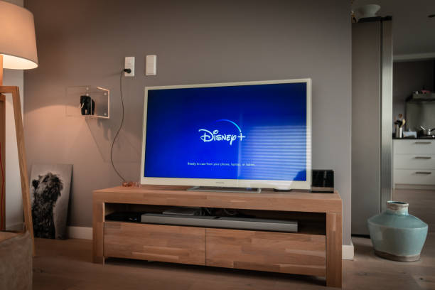 disney+ startscreen on tv. disney+ online video, content streaming subscription service. disney plus, star wars, marvel, pixar, national geographic. - serie televisiva foto e immagini stock