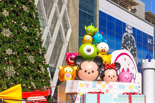 disney tsum tsum christmas - disney dekorationen stock-fotos und bilder