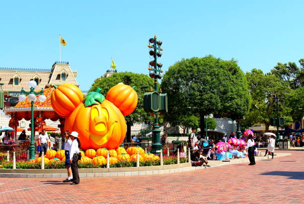 Disneyland on halloween in hong kong picture id1053168576?b=1&k=6&m=1053168576&s=612x612&w=0&h=fdjl41jwowcv4bn ehl6lqyxp6dfipt1pahzn1o33yw=