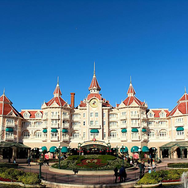Disneyland park picture id498749572?b=1&k=6&m=498749572&s=612x612&w=0&h=nyjlaeigmlmvuptisr6lazn 1dw lsnptn6kw6kuuc8=