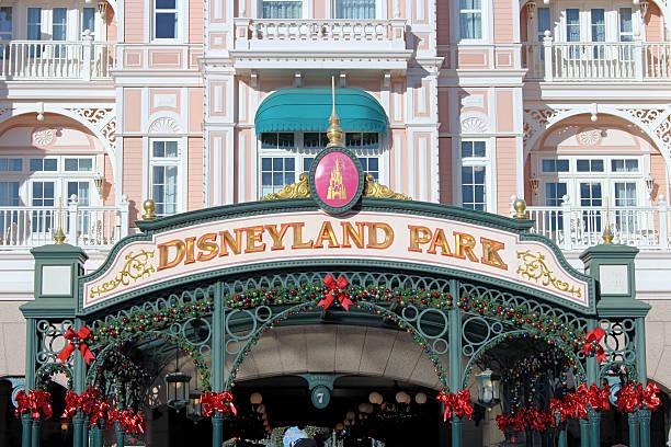Disneyland park picture id525221562?b=1&k=6&m=525221562&s=612x612&w=0&h= khfzppiilwtxyqxrxbd4wilngdlscmvh3vdlthy0oa=