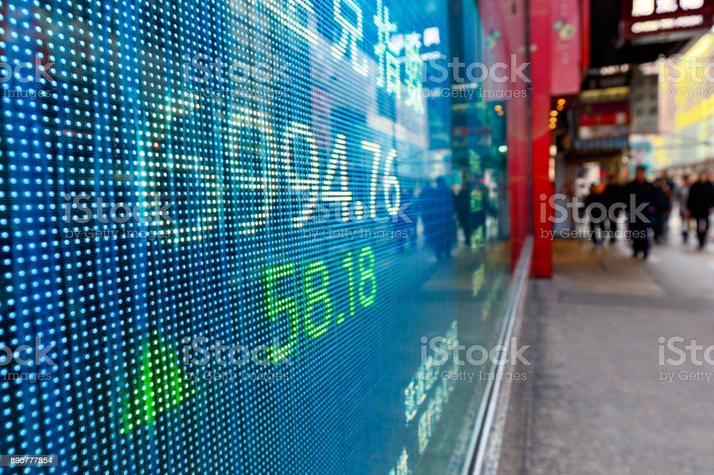 Börse-Diagramme in der Straße anzeigen – Foto