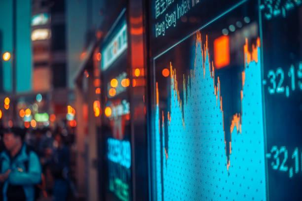 börse-nummern und diagramm anzeigen - kurstafel stock-fotos und bilder