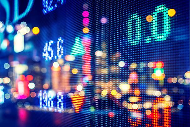anzeige lager markt zahlen, doppelbelichtung - hang seng index stock-fotos und bilder