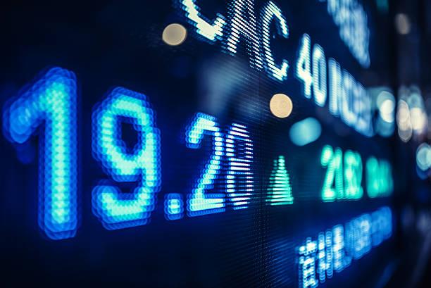 anzeige lager markt nummern auf der straße - hang seng index stock-fotos und bilder