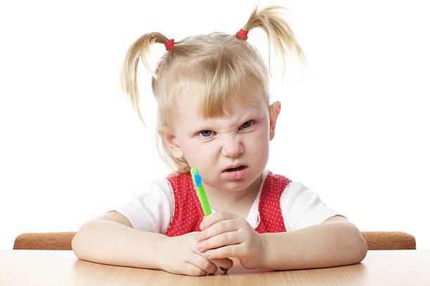 Verärgert Kind mit Zahnbürste – Foto