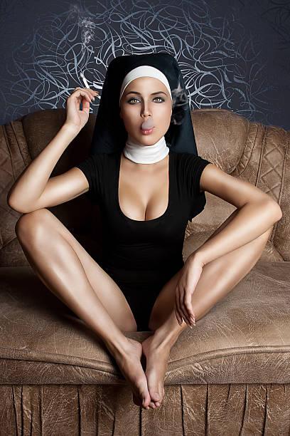 dissolute monja - hermana fotografías e imágenes de stock