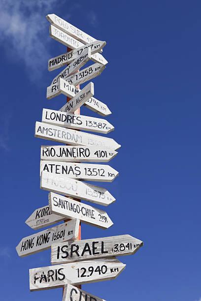 distanza pole # 4 xxxl - cartello stradale italia km foto e immagini stock