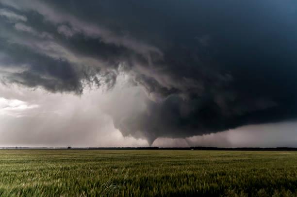 verre twister - tornado stockfoto's en -beelden
