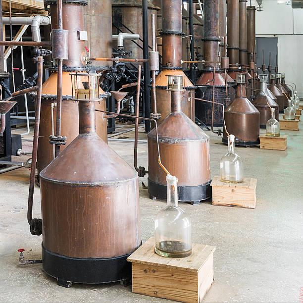 destillation von rosenöl - destillationsturm stock-fotos und bilder