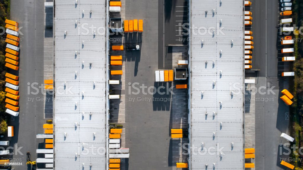 Distributions-Logistik Gebäude Parkplatz - Luftbild – Foto