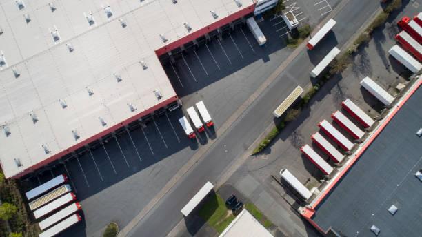 distribution logistics building parking lot - aerial view - caricare attività foto e immagini stock