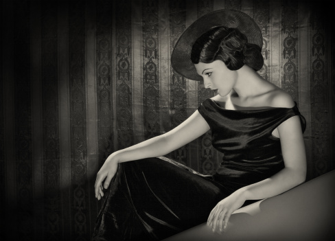 istock Diva with the hat in film noir style. 161854274