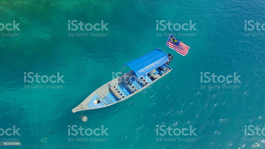 Dive boat with Malaysian Flag at coral reef - foto de acervo