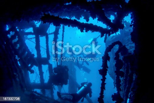 istock Divers in wreck 187332708