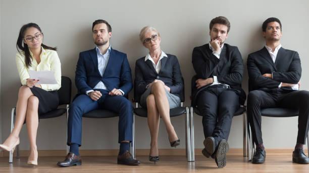 olika sökande väntar på sin tur inför anställningsintervju - new job bildbanksfoton och bilder