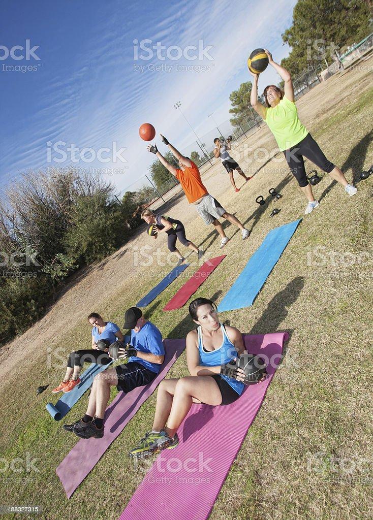 Vielfältige Boot Camp Fitness-Klasse – Foto