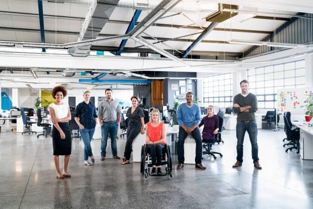 Vielfältige Geschäftsleute im Kreativbüro – Foto