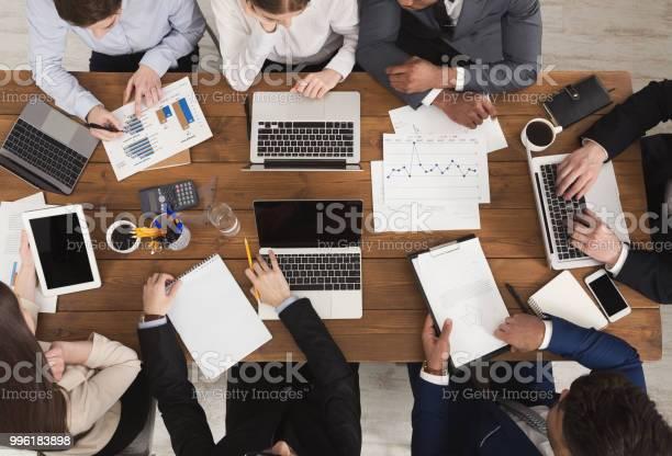 Skiftande Businessteam Vid Möte-foton och fler bilder på Affärsmänniska