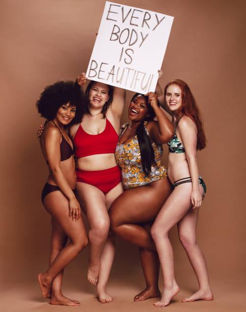 o grupo fêmea diverso com cada corpo é cartaz bonito - body positive - fotografias e filmes do acervo