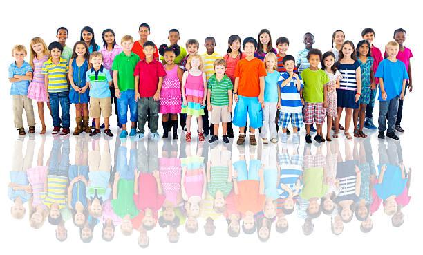 vielfältige gruppe von kindern studio shot - große personengruppe stock-fotos und bilder