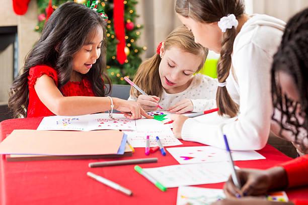 diverse group of young girls making christmas cards - winterdeko basteln stock-fotos und bilder