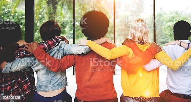 Die Menschen Freundschaft Zusammenhalt Zusammenhang Rückansicht Conc Stockfoto und mehr Bilder von Afrikanischer Abstammung