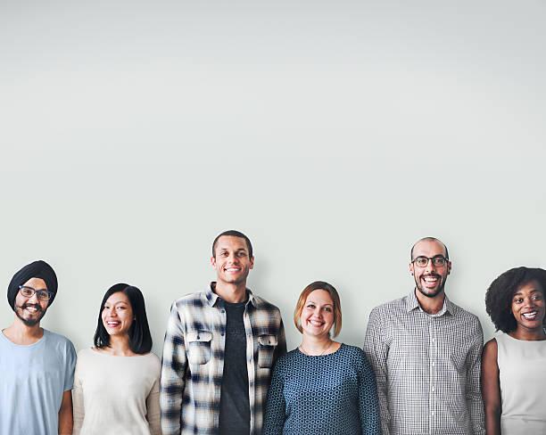 Una gran diversidad de personas de la felicidad amistad espacio de copia concepto - foto de stock