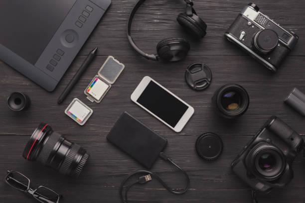 divers équipements personnels pour le photographe - multimédia photos et images de collection
