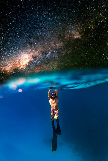 diving in the milky way - immerse in the stars foto e immagini stock