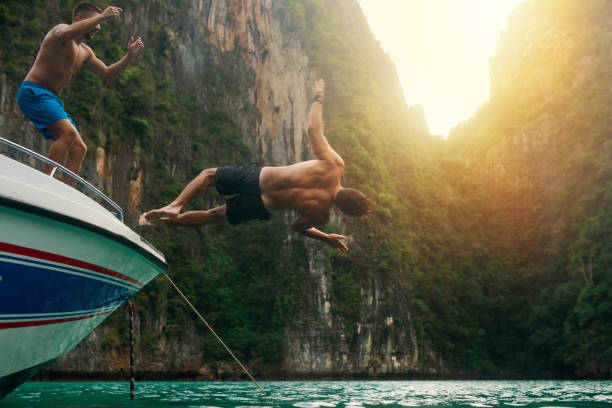 mergulho em modo de férias - beach in thailand - fotografias e filmes do acervo