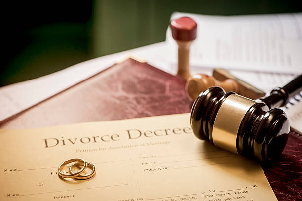 divorce decree and wooden gavel - divorzio foto e immagini stock