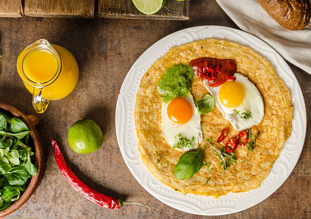 Huevos divorciados Huevos divorciados, delicious food with eggs, fresh salad and herbs and spicy and herby sauce sriracha tiger zoo stock pictures, royalty-free photos & images