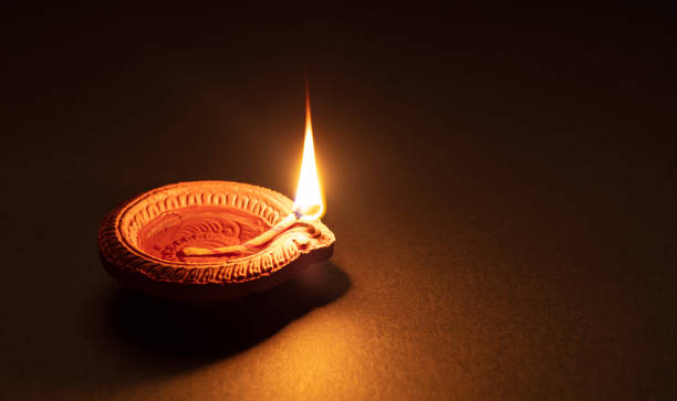 diwali, hindu festival of lights celebration. diya oil lamp against dark background, - induismo foto e immagini stock