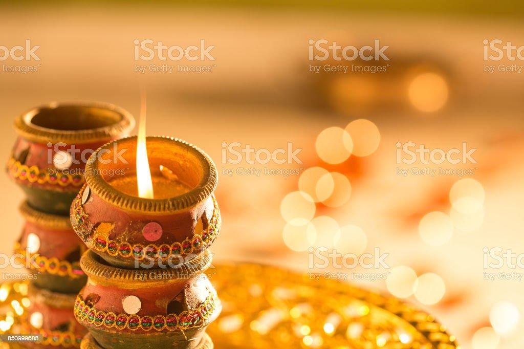 luzes de diwali e Diyas - foto de acervo