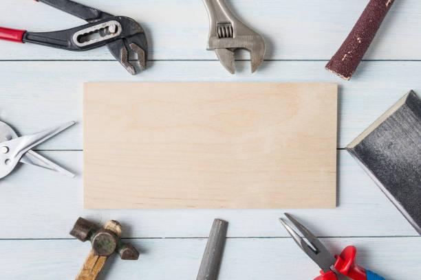diy-tools und leere holzplatte. - diy ordner stock-fotos und bilder
