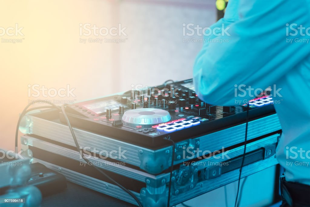 dj console with a view of the dance floor – zdjęcie