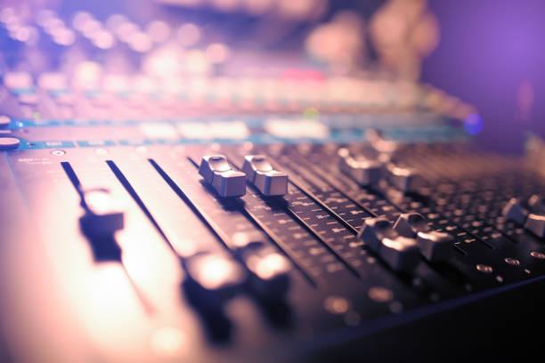 音樂錄音和夜總會管理的 dj 控制台 - music 個照片及圖片檔